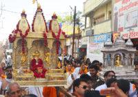 महावीर जयंती : चांदी की वेदीजी में विराजे भगवान महावीर