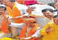 भाजपा की रैली में ट्रैक्टर पर सवार होकर आए किसान