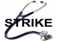 काली पट्टी बांधकर डॉक्टरों ने जताया विरोध