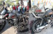 रात में बदमाशों ने लगाई तीन बाइक में आग