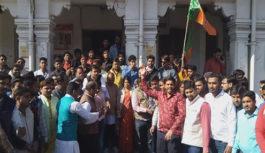 भाजपा ने टॉवर पर किया सामूहिक गान