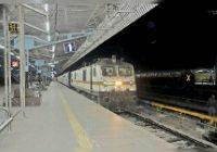 कोरोना का असर:44 ट्रेन गुजरती थी उज्जैन से, इनमें 6 लोकल, अब केवल एक चल रही जिसके टिकट मिल रहे
