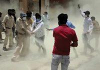महामारी में भी राजनीति:उज्जैन में CM का पुतला जलाने में युवक कांग्रेस और पुलिस के बीच धक्का-मुक्की