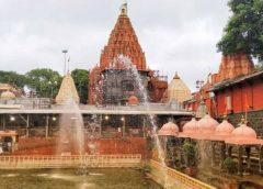 महाकाल मंदिर के गेट नंबर 4-5 से प्रवेश करने की जिद पर अड़े श्रद्धालु